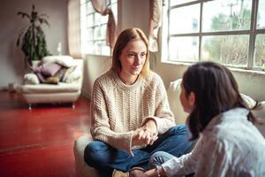 Two Women Talking, Good Listener
