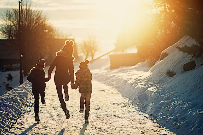 simplify your life walking and enjoying winter