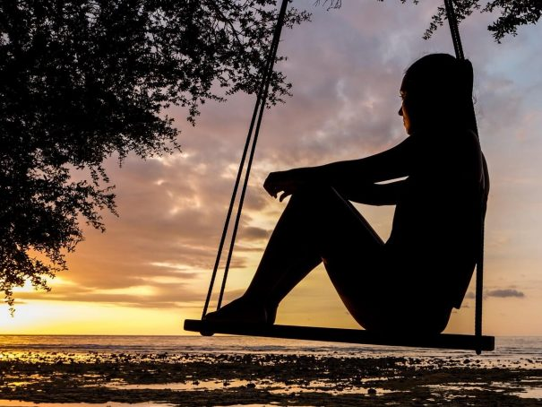 woman on swing, live in the moment