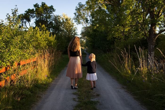 mom and child walking down road Things To Be Grateful For
