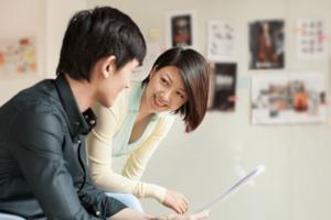 man and woman talking, best books on communication skills