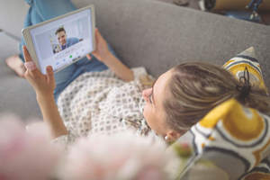 woman on chat, long distance relationship questions