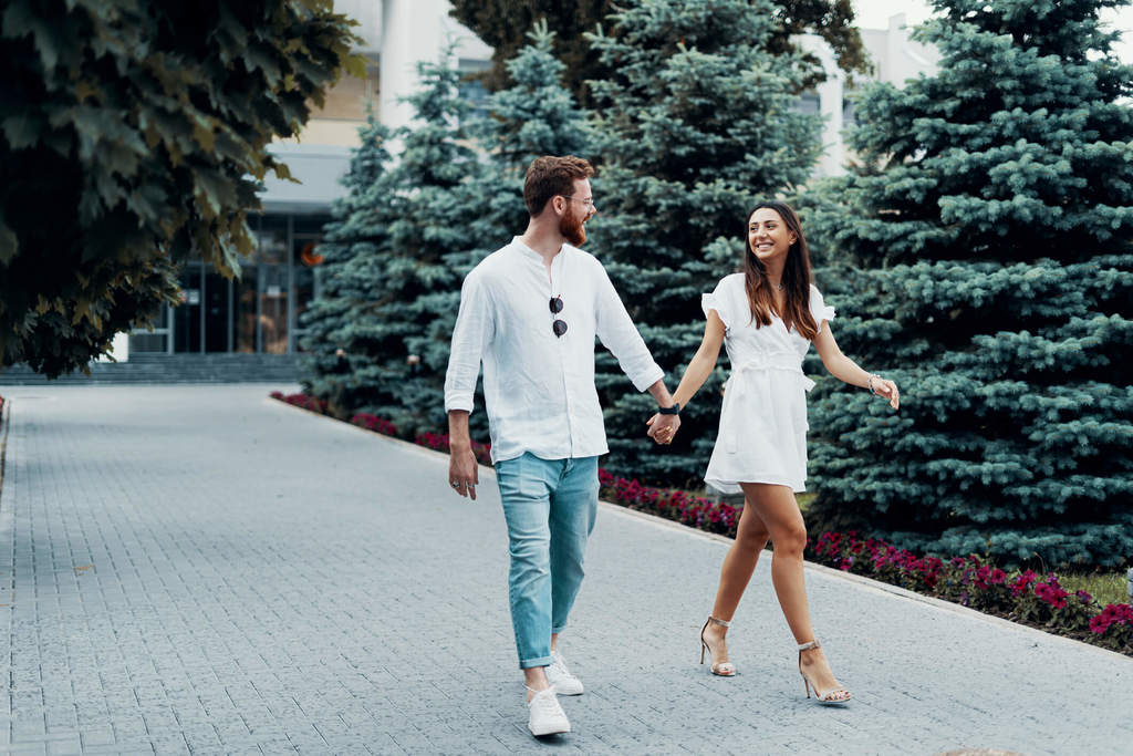 couple walking together how to be assertive