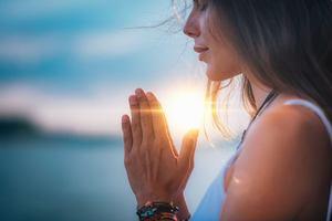 woman meditating, gratitude affirmations