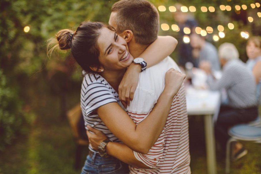 couple hugging, romantic things to say to your girlfriend